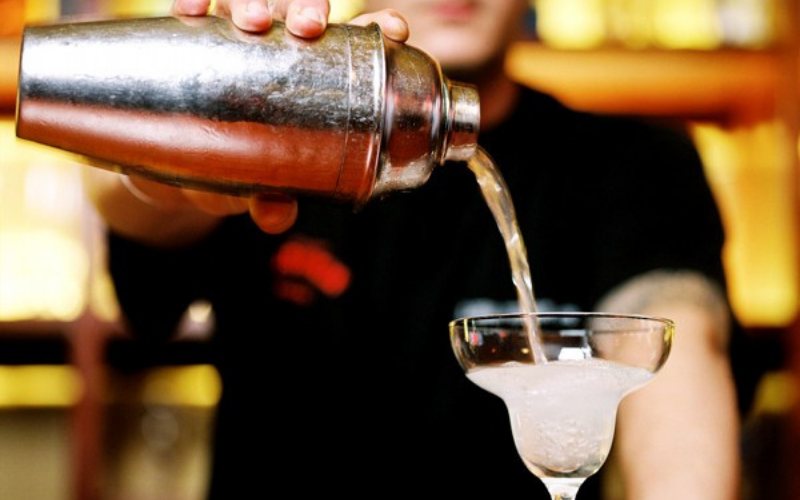 can felons get liquor license