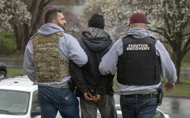 Can a Felon Become a Fugitive Recovery Agent?