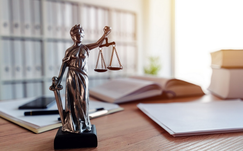 can felons become a paralegal