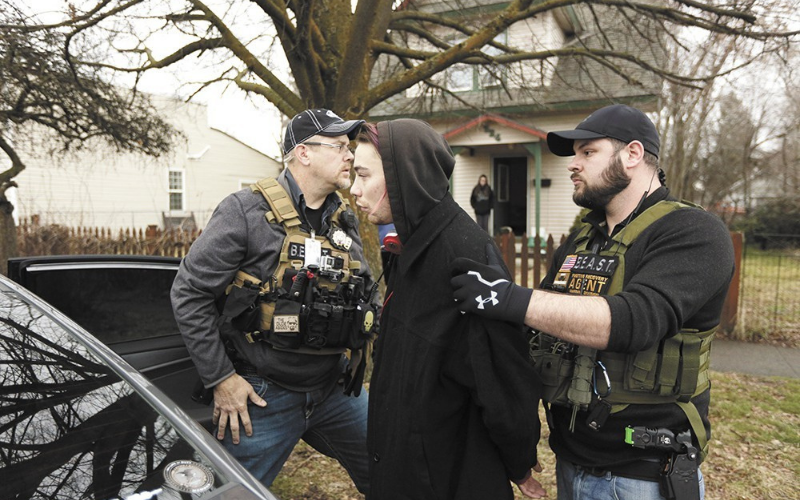 can felons become the fugitive recovery agent