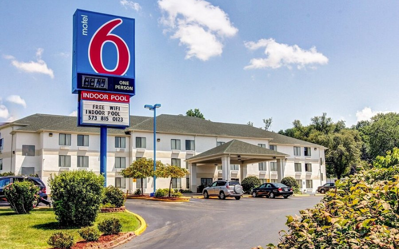 motel 6 application