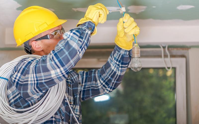 the electrician apprentice job description
