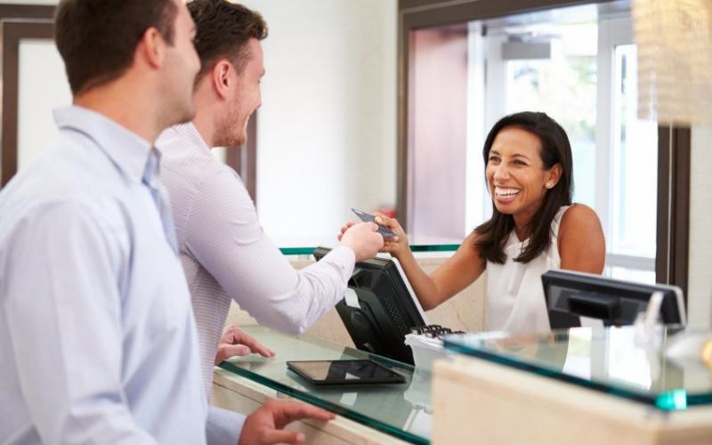 the front desk clerk job description