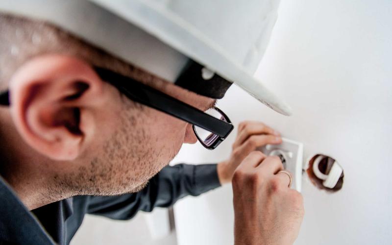 the maintenance worker job description