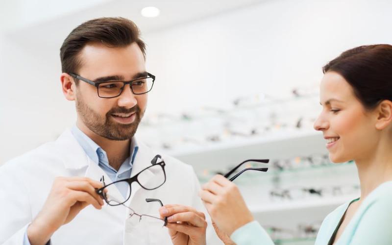 Optician Job Description